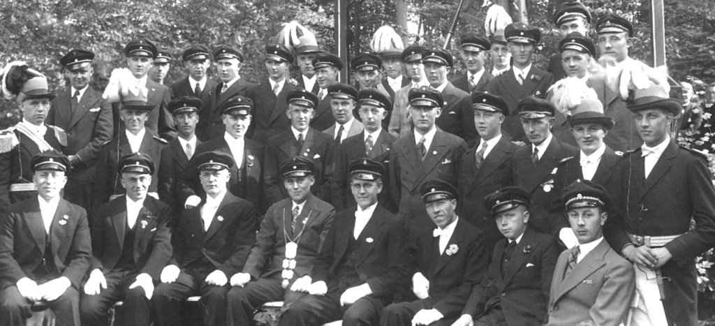 Der Junggesellen-Schützenverein Dorenkamp im Jahre 1934 Schützenkönig Heinrich Kortkamp